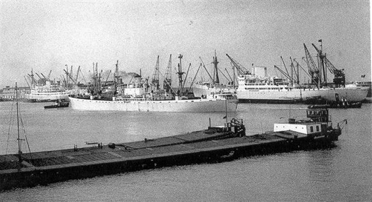 Photos de navires marchands - Page 5 1945-c10