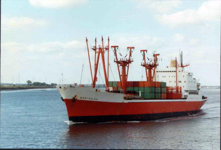 Photos de navires marchands - Page 5 Montsa10
