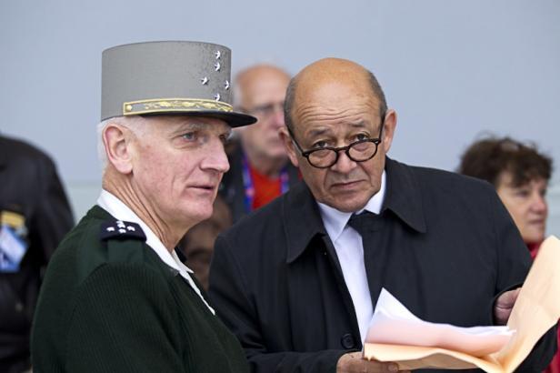 Défilé du 14 juillet: Derniers réglages sur les Champs-Elysées avant le jour J 2012_014