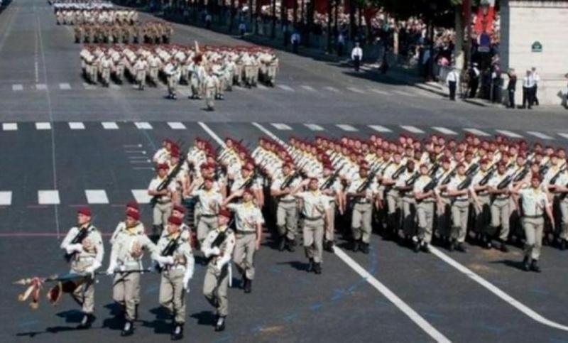 Le 1er RCP sur les Champs Défilé du 14-Juillet Un défilé impeccable de notre régiment, qui fait la fierté des Appaméens. 2012_016