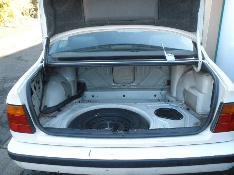 [BMW 525 tds E34] Des fils qui traînent... Pb060111