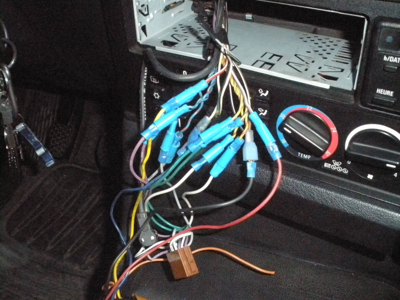 [BMW 525 tds E34] Des fils qui traînent... Pb060115