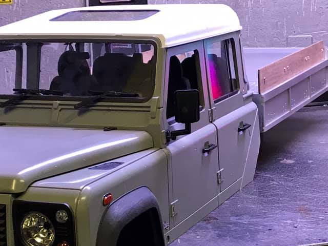 Land Rover Defender 130 - 6x6 truck Bed spécial véhicule  49442910