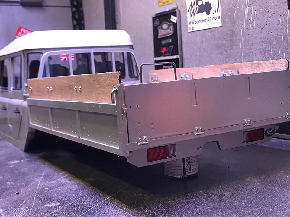 Land Rover Defender 130 - 6x6 truck Bed spécial véhicule  49711610
