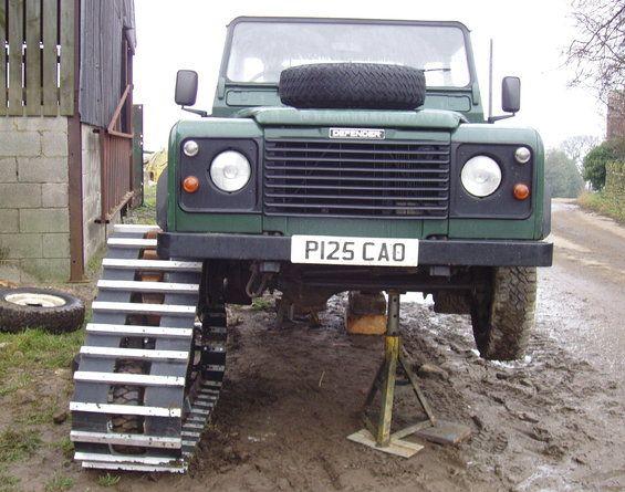 Land Rover Defender 110 SW - Spécial Véhicles Chenilles 5c876210