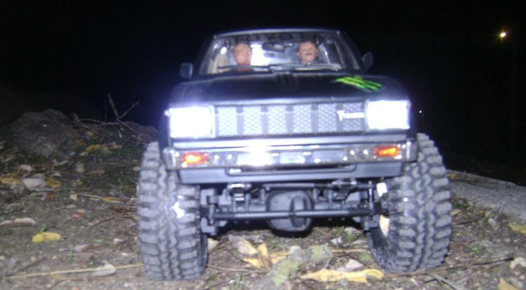 Les Toyota Hilux 2 & 4 portes RC4WD Trail Finder 2 RTR de Trankilou &Trankilette - Page 9 Dsc00028
