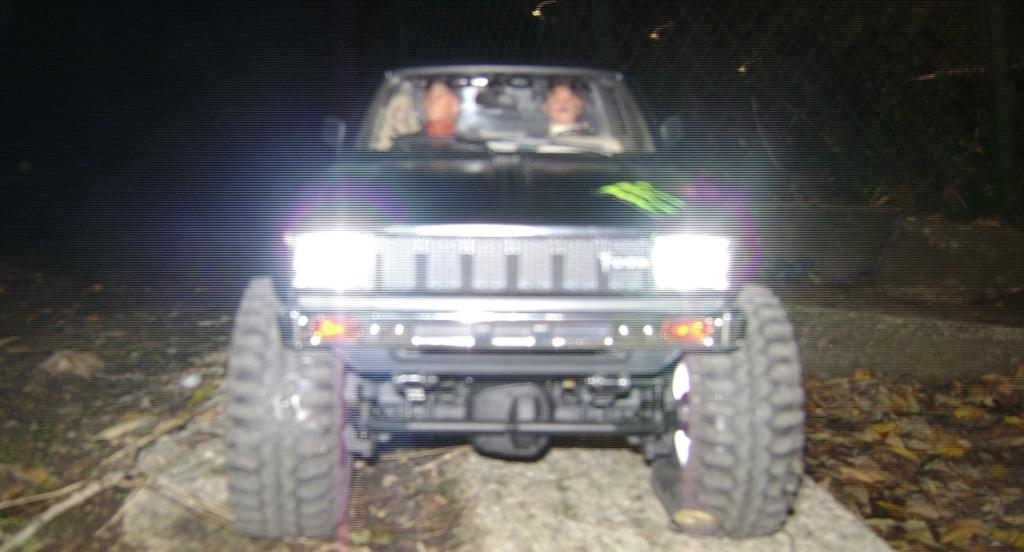 Les Toyota Hilux 2 & 4 portes RC4WD Trail Finder 2 RTR de Trankilou &Trankilette - Page 9 Dsc00035