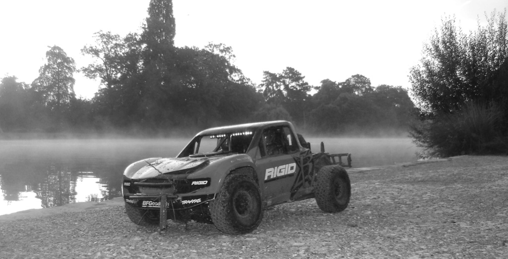 TRAXXAS UNLIMITED DESERT RACER - Tests & Améliorations de Trankilou - Page 18 Dsc08433