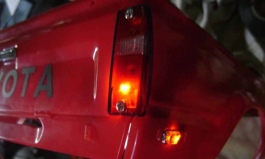 Les Toyota Hilux 2 & 4 portes RC4WD Trail Finder 2 RTR de Trankilou &Trankilette - Page 7 Dsc09698