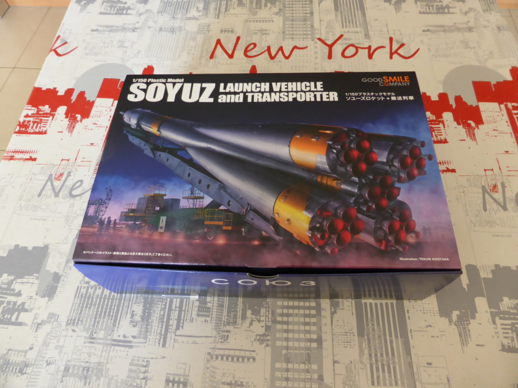 fusée Soyouz et transporteur spatial  P1020318