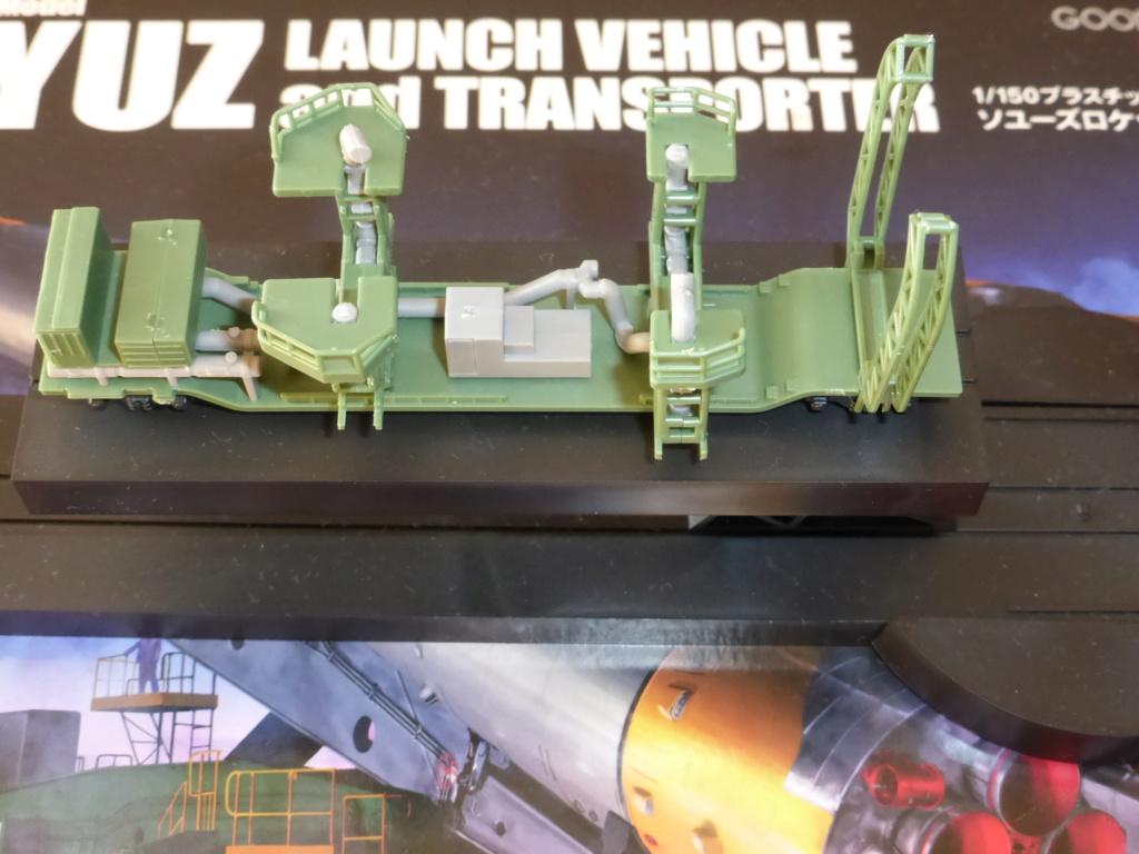 fusée Soyouz et transporteur spatial  P1020610