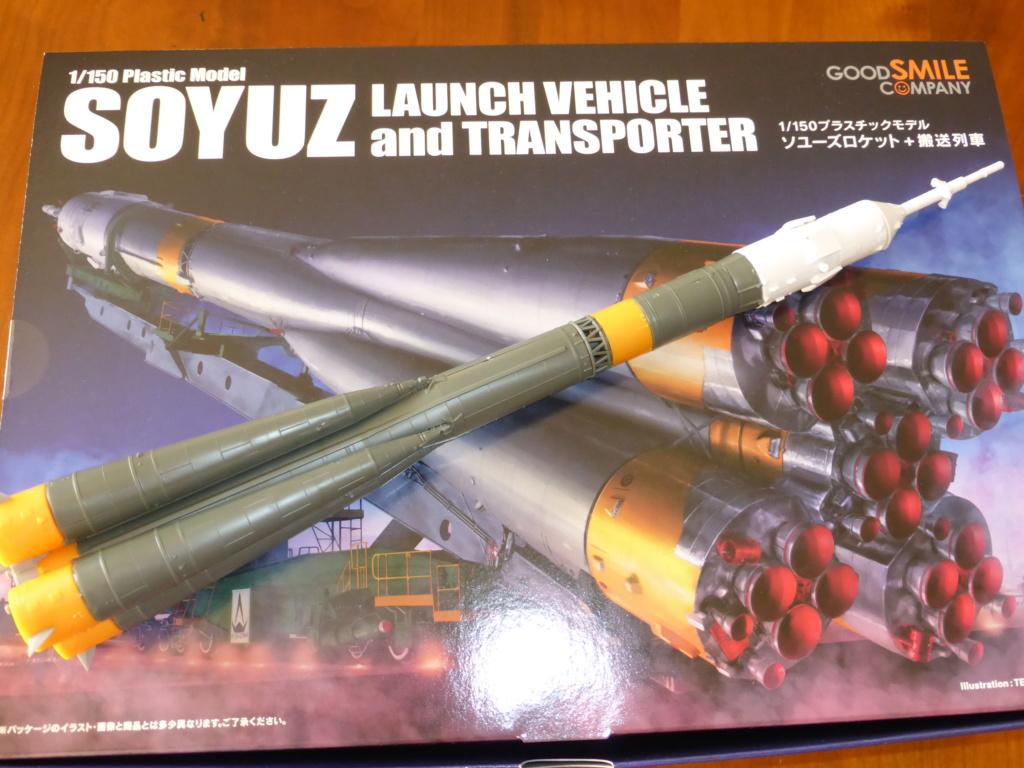 fusée Soyouz et transporteur spatial  P1020611
