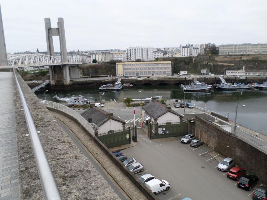 [Les ports militaires de métropole] Port de BREST - TOME 3 - Page 4 Sam_0010