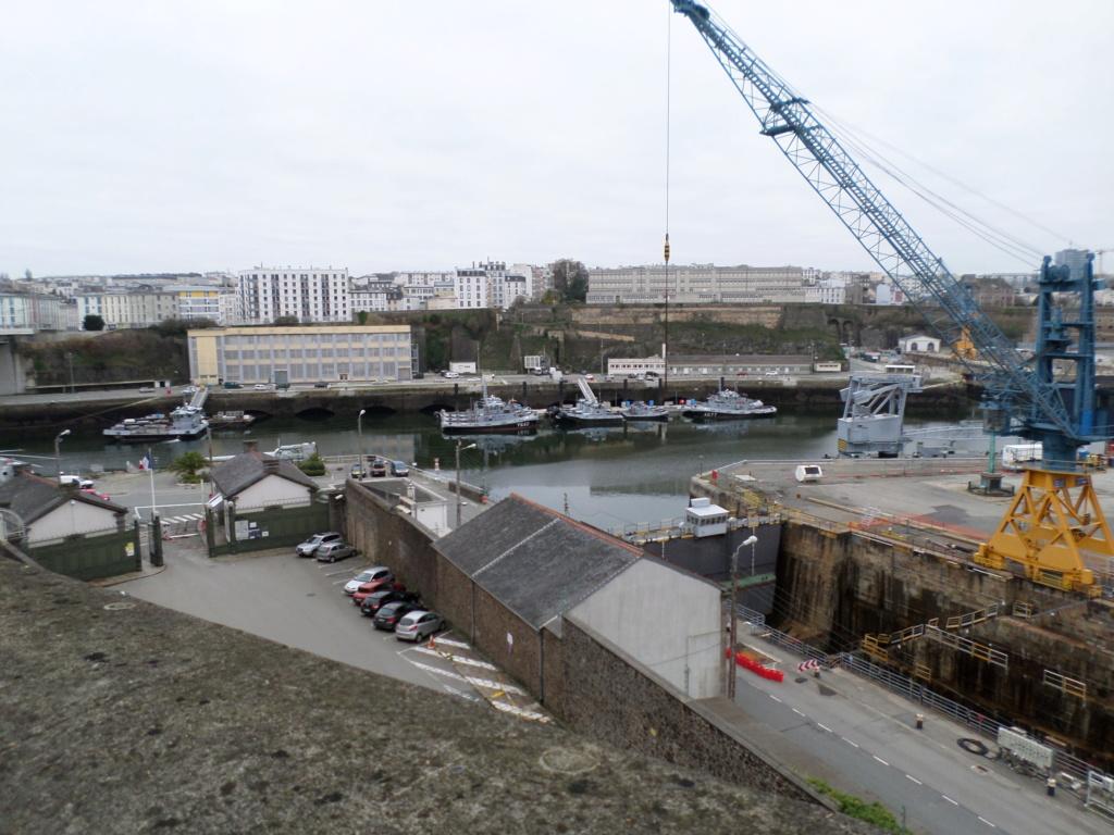 [Les ports militaires de métropole] Port de BREST - TOME 3 - Page 4 Sam_0012
