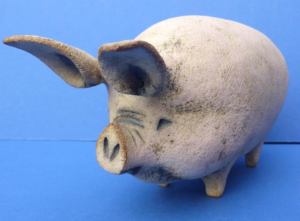 Studio Pottery Pig, RW or PW mark  P1660410