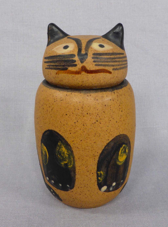 Stoneware Cat Jar, signed Pozancos Sigüenza  P1670310