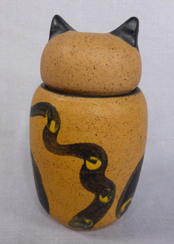Stoneware Cat Jar, signed Pozancos Sigüenza  P1670312