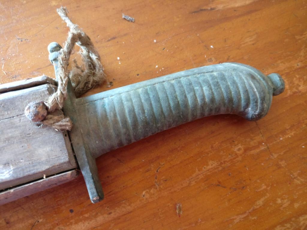 Identification d'une poignée d'épée/sabre Img_2209