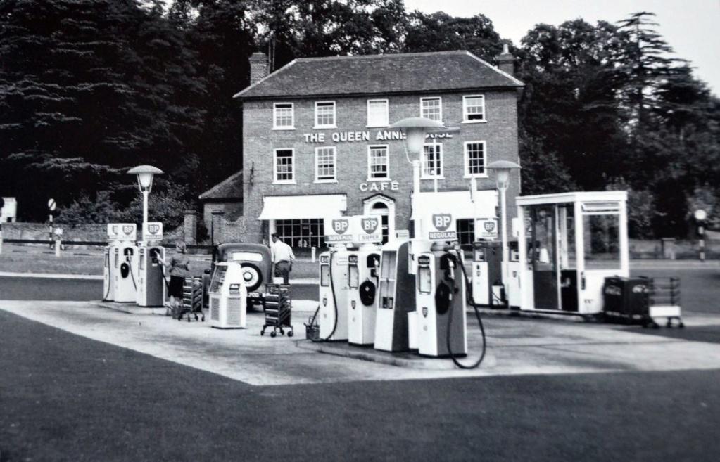 un petit Musée privé sur le thème des vieilles pompes à essence - Page 4 00000100