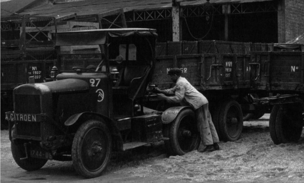 Le Tracteur FAR (le Cheval Mécanique) - Page 2 1_1148