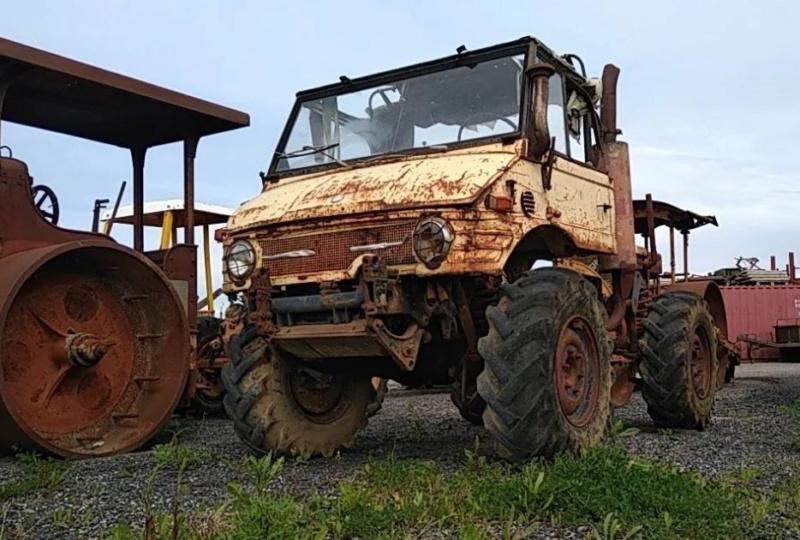 Vente aux enchères dans la Manche :voitures de collection, tracteurs anciens, engins agricoles et TP 1_1820