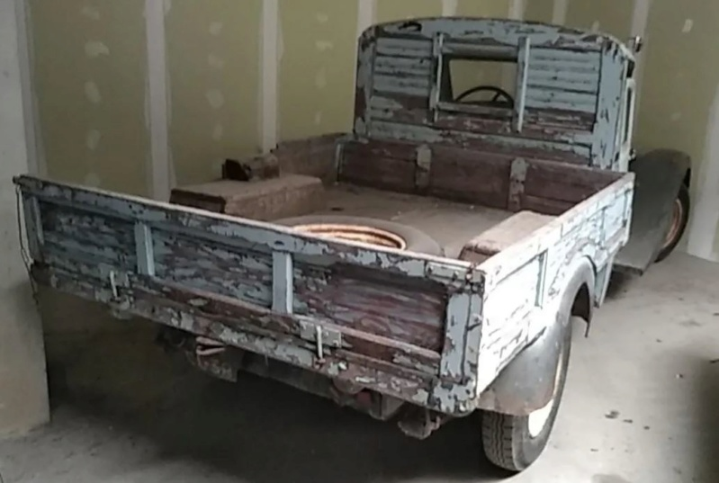 Vente aux enchères dans la Manche :voitures de collection, tracteurs anciens, engins agricoles et TP 1_2213