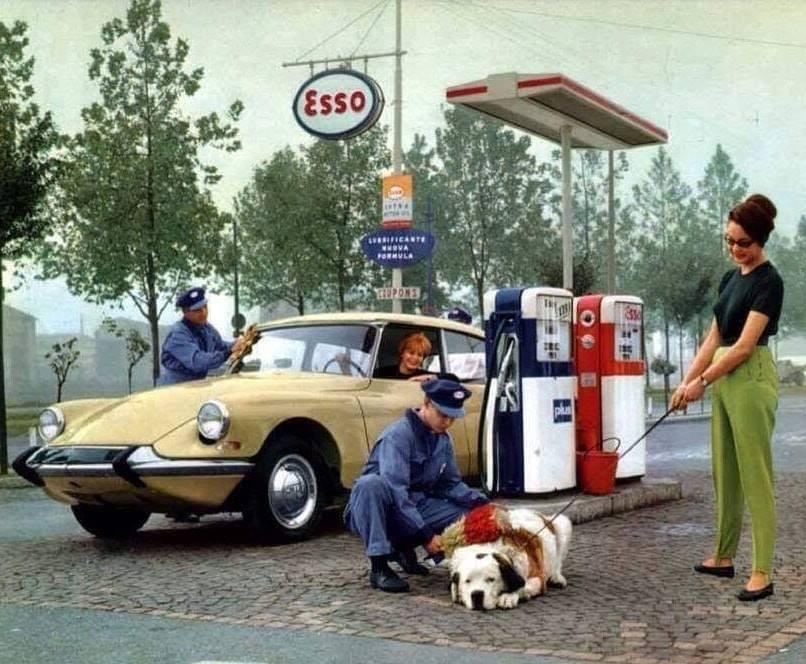 un petit Musée privé sur le thème des vieilles pompes à essence - Page 3 4351
