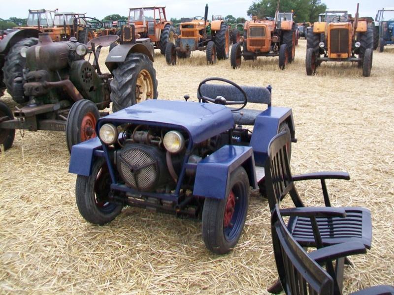 une mini-jeep à moteur de 2cv 4451