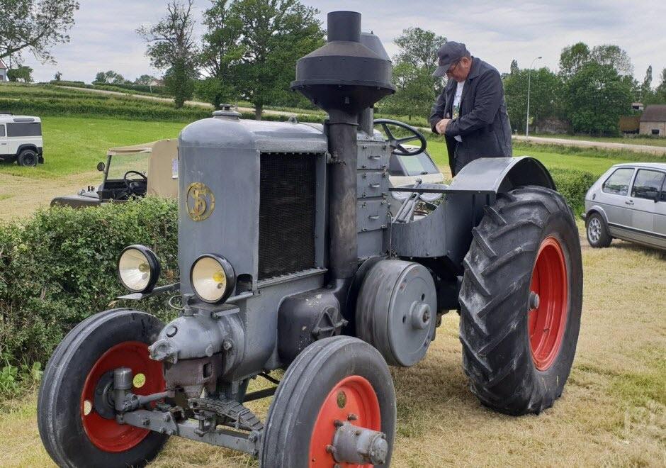 71 - Vendenesse-lès-Charolles : exposition de véhicules anciens le 9 Juin 2019 Gerard10