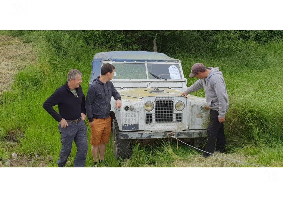 71 - Vendenesse-lès-Charolles : exposition de véhicules anciens le 9 Juin 2019 Land-r10