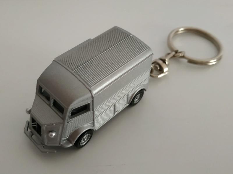 Porte-clefs /miniature 1/87 Minia108