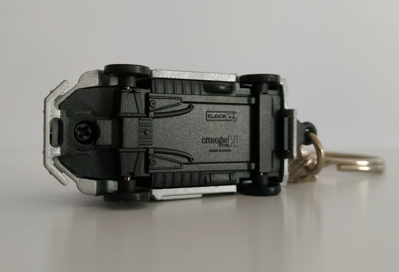 Porte-clefs /miniature 1/87 Minia109