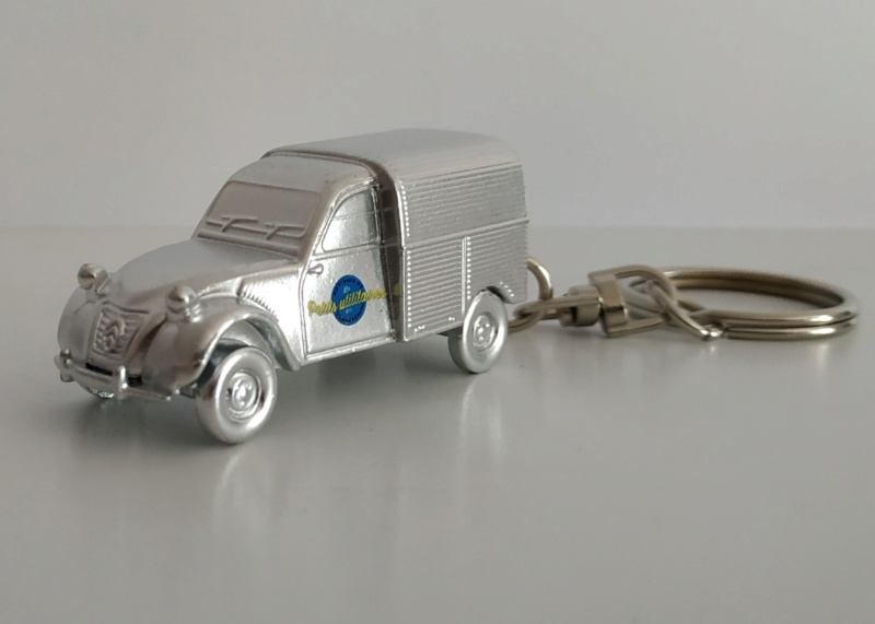 Porte-clefs /miniature 1/87 Minia114