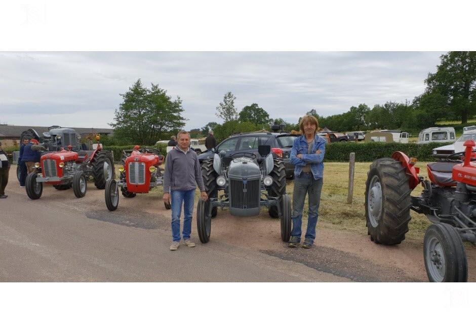 71 - Vendenesse-lès-Charolles : exposition de véhicules anciens le 9 Juin 2019 Un-tra10