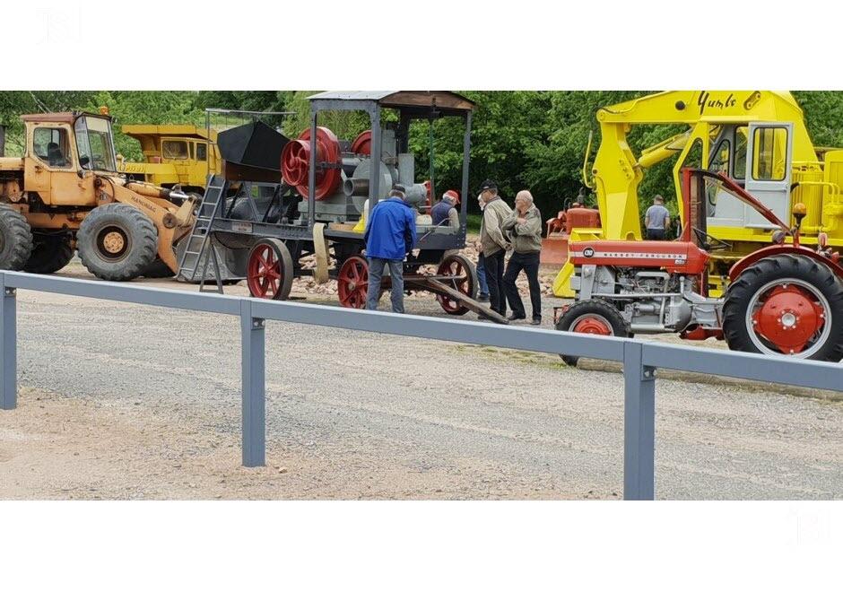 71 - Vendenesse-lès-Charolles : exposition de véhicules anciens le 9 Juin 2019 Une-ma10