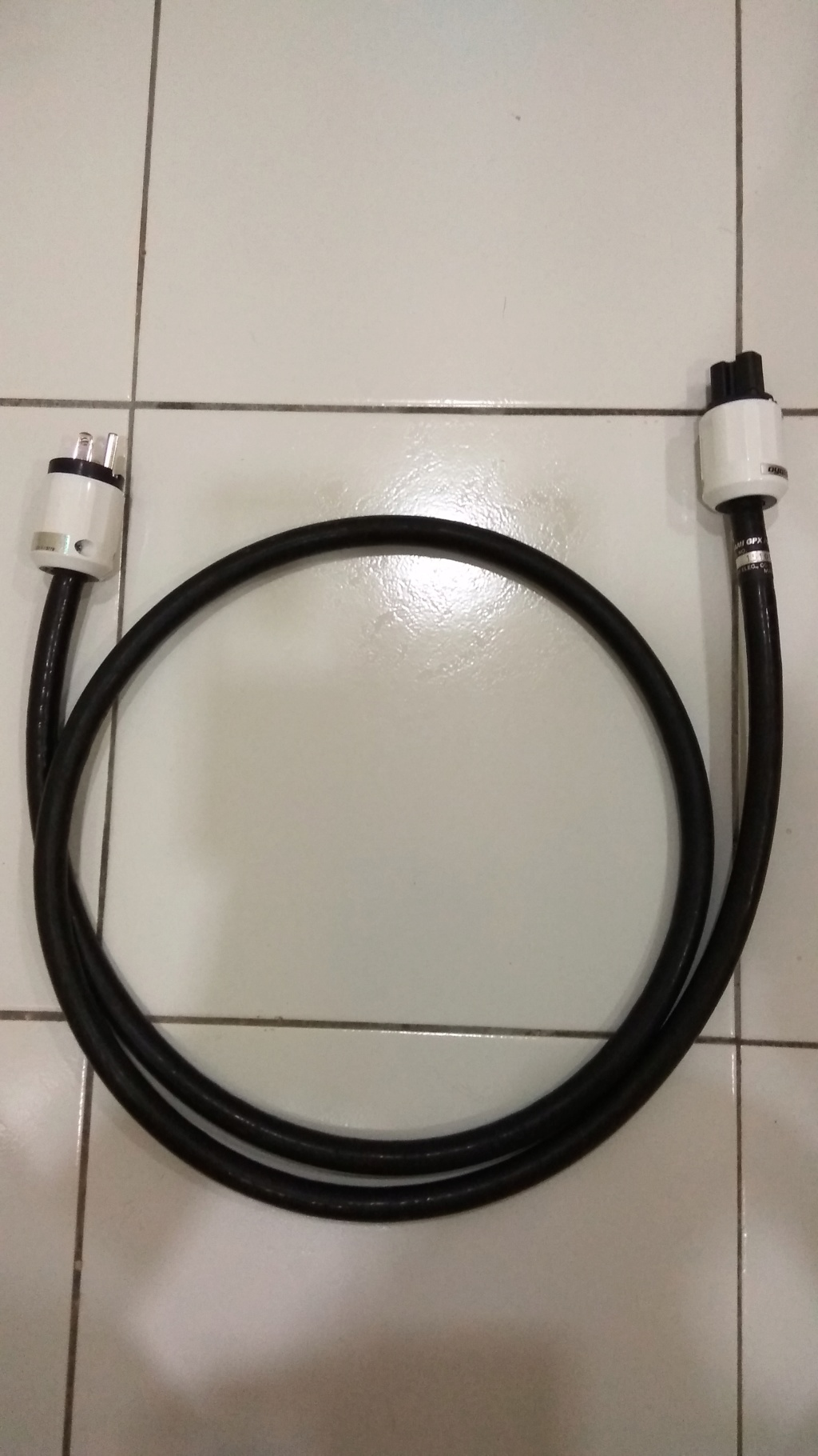 Oyaide Tunami GPX-R V2 Power Cord Img_2024