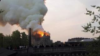 Notre Dame de Paris en flammes ! (15/04/19) Un-inc10