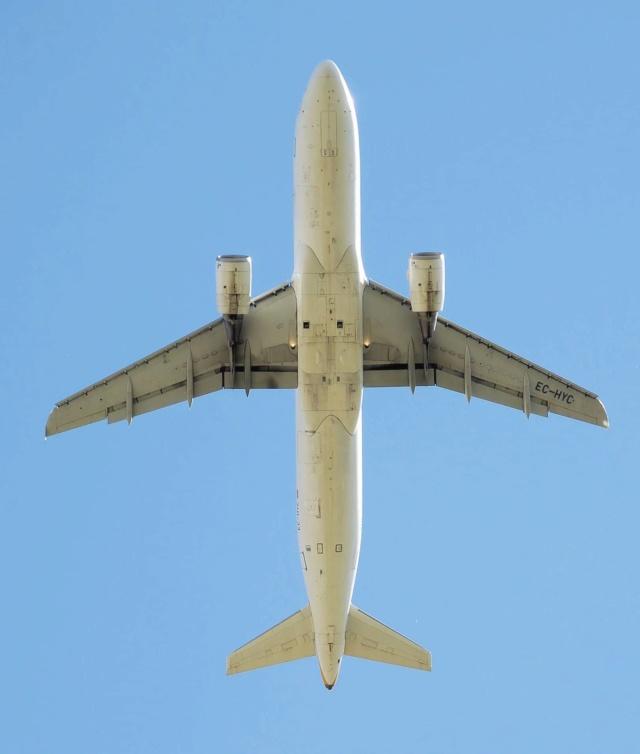 2018: le 09/11 à 18h30 - objet volant, ailé avec lumieres blanches alignées -  Ovnis à grenoble -Isère (dép.38) P3wy414