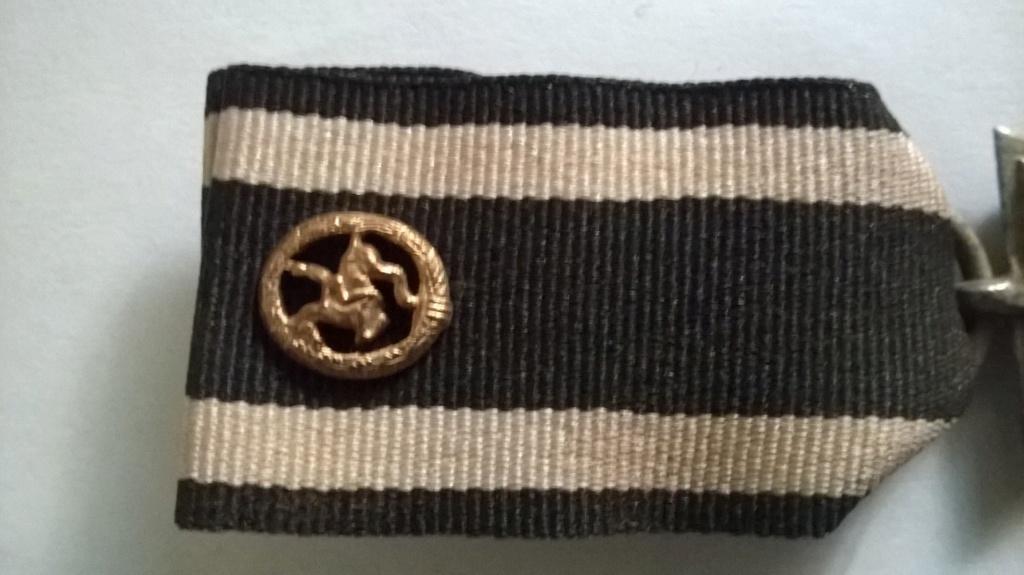 """Identification """" petit pin's """" sur croix de fer 14/18 et 39/45 Croix_13"""