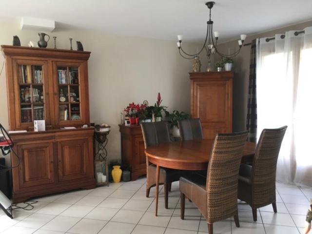 Demande modifiée - Personne pour me répondre svp ? :(  Quel style de table avec des meubles en merisier ? 114