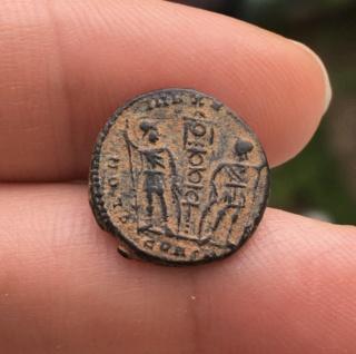 Nummus de Constance II Constantinople? D7de0010