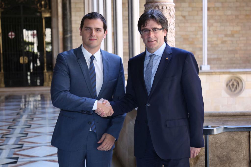 ¿Cuánto mide Carles Puigdemont? - Estatura - Real height El-pre10