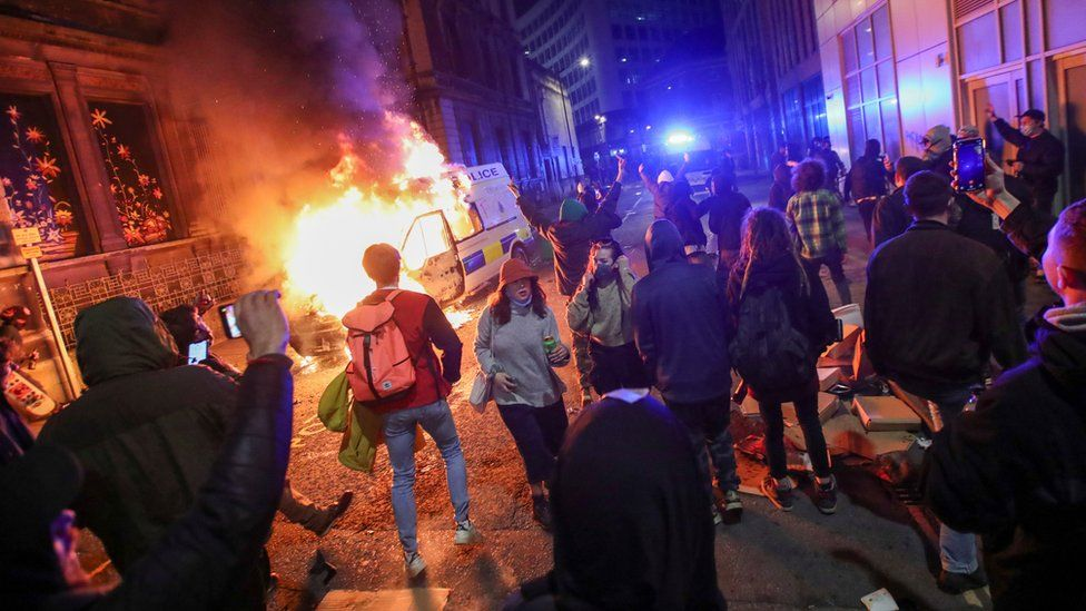 Bristol protest: Police attacked as 'Kill the Bill' demo turns violent _1176512