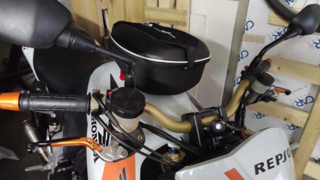 Recherche petite sacoche réservoir , emplacement smartphone petite contenance ? Img_2022