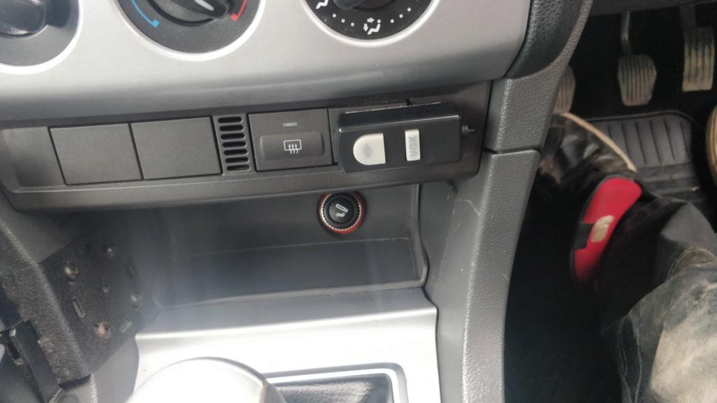 Radio equipment in ex MOD car?  Img_2010