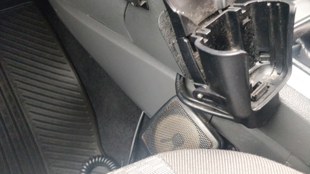 Radio equipment in ex MOD car?  Img_2011