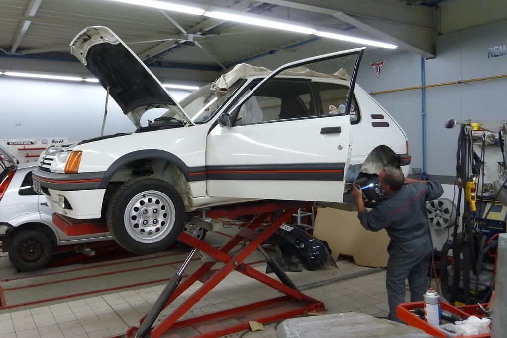 [90]  205 GTI 1L6 - 115cv - AM88 - Blanc Meije - Nouvelle Lionne au pays du Lion 03010