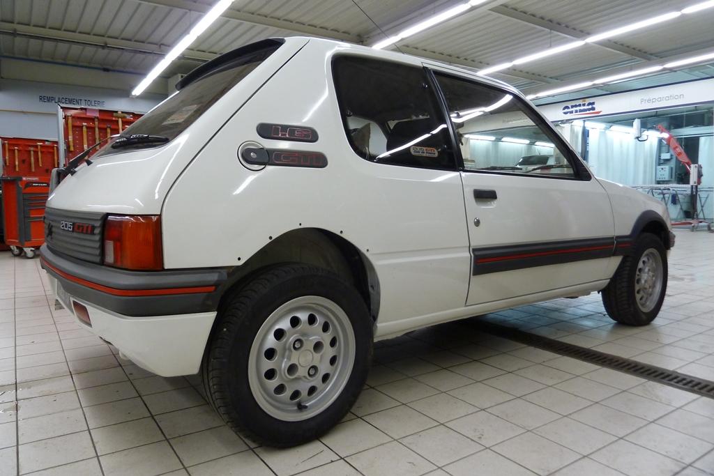 [90]  205 GTI 1L6 - 115cv - AM88 - Blanc Meije - Nouvelle Lionne au pays du Lion 05412