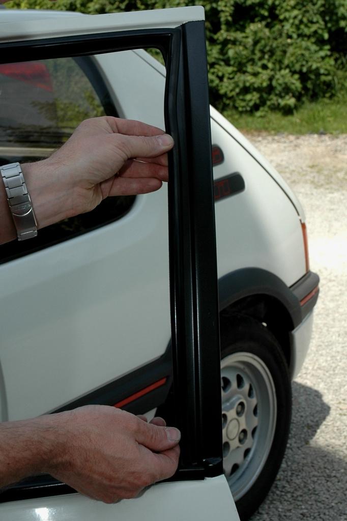 [90]  205 GTI 1L6 - 115cv - AM88 - Blanc Meije - Nouvelle Lionne au pays du Lion Copie_12