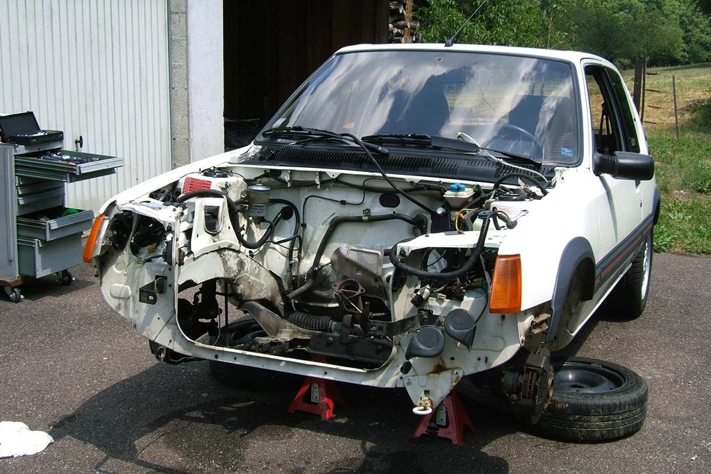 [90]  205 GTI 1L6 - 115cv - AM88 - Blanc Meije - Nouvelle Lionne au pays du Lion Dscf5018